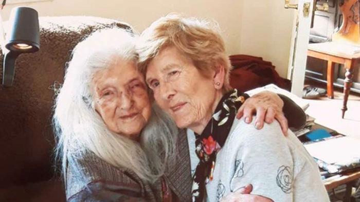 104-летняя Элизабет и ее 81-летняя дочь Эйлин.