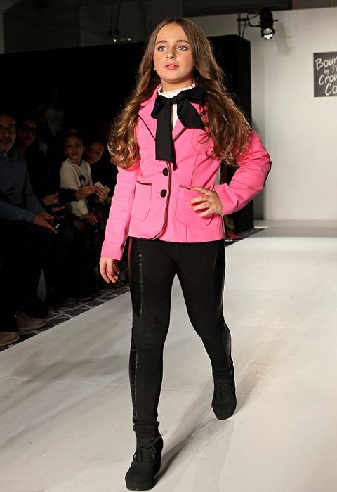 Изабелла часто участвует в показах мод, показывая в том числе и наряды собственной линии.