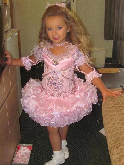 Впервые Изабелла вышла на подиум в 4 года.
