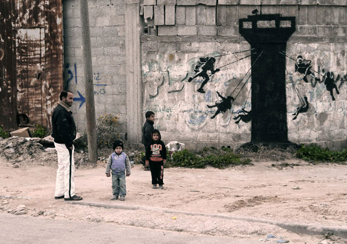 Новые граффити Banksy.