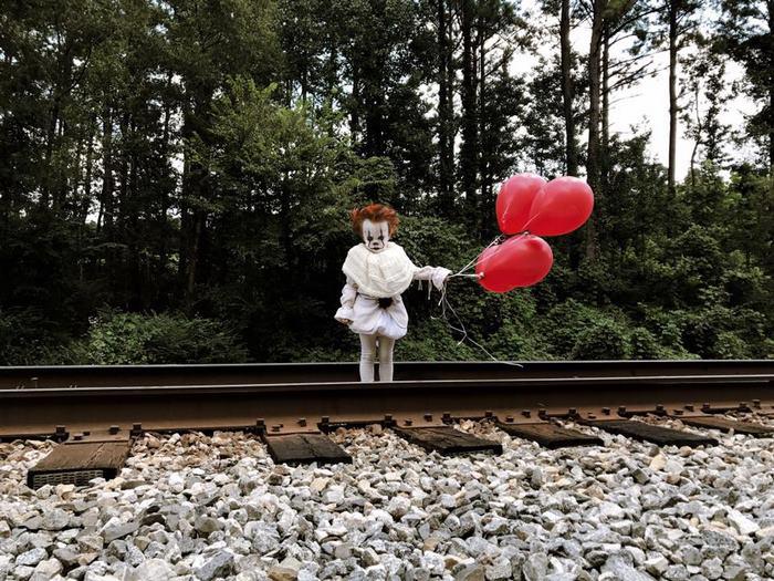 Луи, переодетый в клоуна Пеннивайза, выглядит достаточно жутко. Instagram eag2n.
