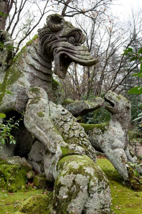 Статуя дракона.