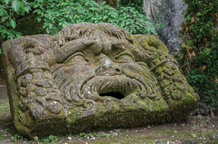 Скульптуры из Священного леса разительно отличаются от скульптур, создававшихся в то время в Италии.