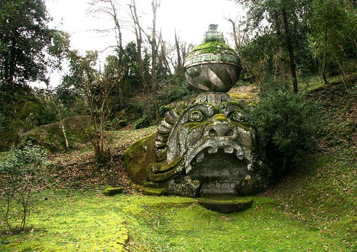 Парк в пригороде Рима *Священный лес.*