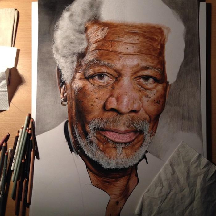 Джек Ид использует графитовые и цветные  карандаши.