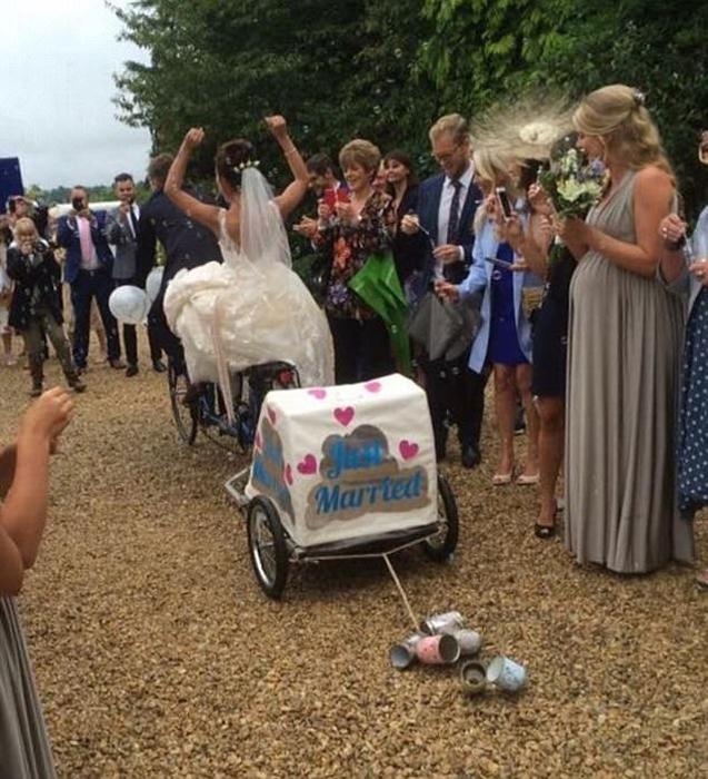 В день свадьбы Эмми и Джейка.