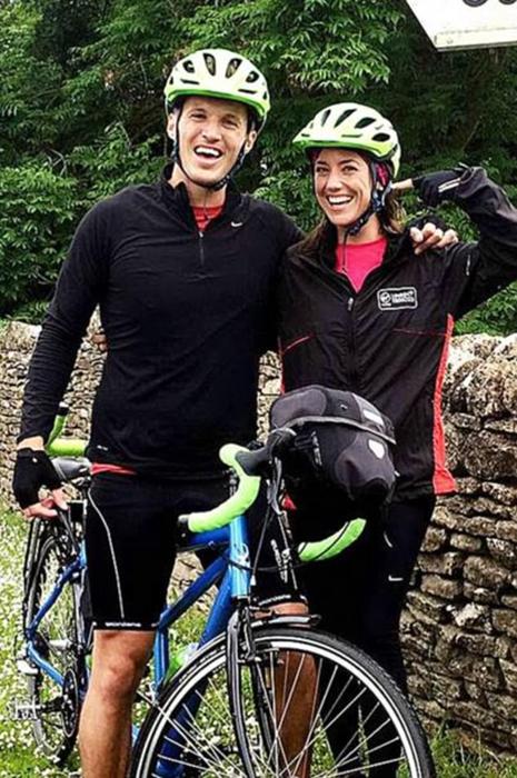 Пара проехала на одном велосипеде более 2000 километров.