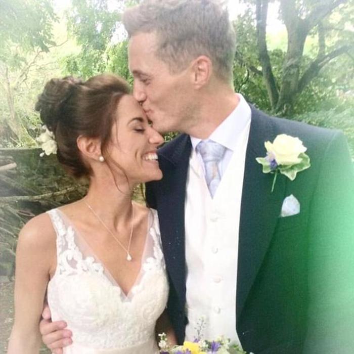 Джейк и Эмми поженились в сентябре 2016 года.