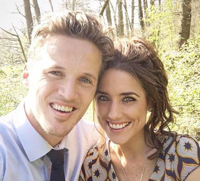 Джейк и Эмми созванивались каждый день в Интернете, несколько раз летали друг к другу и вместе провели отпуск на Филиппинах.