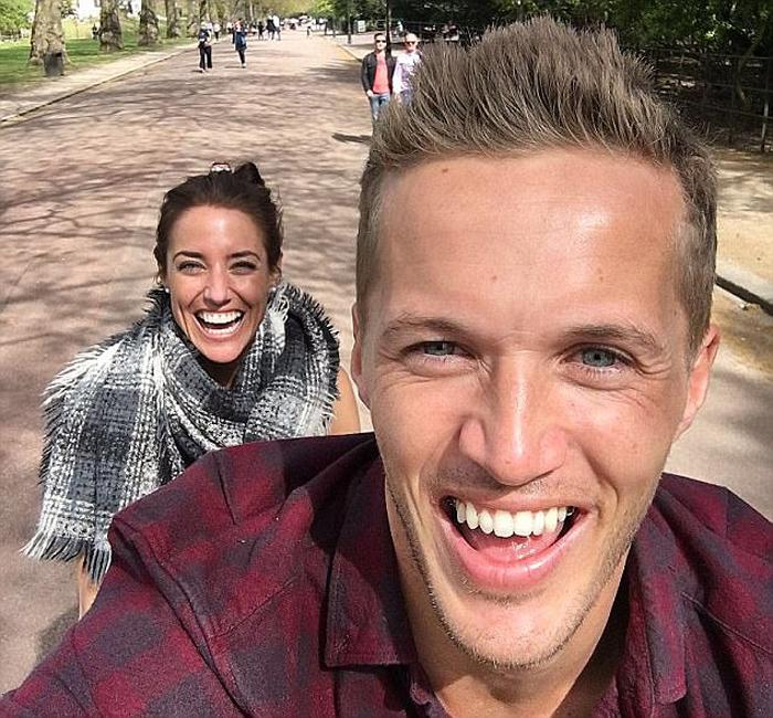 Джейк и Эмми отправились после свадьбы в тур вдоль Северного моря.