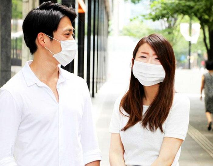 Медицинские маски давно стали неотъемлемой частью культуры Японии.