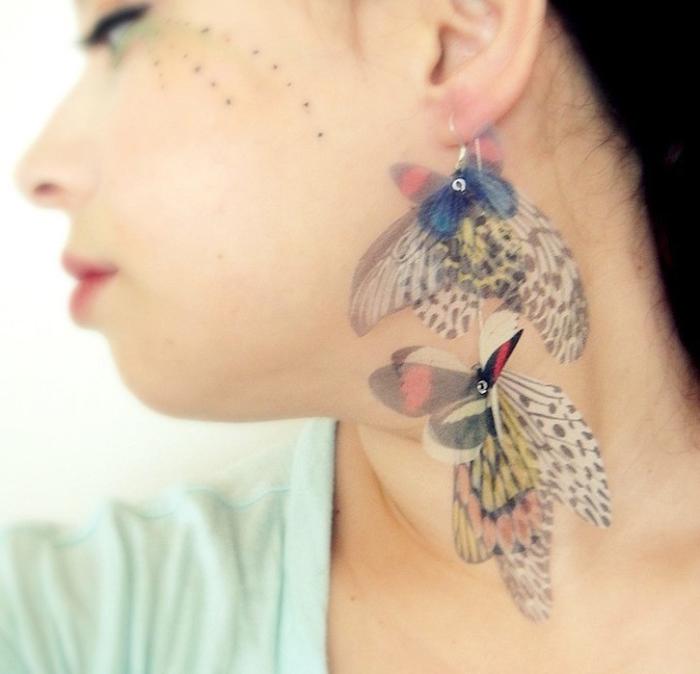 Удивительные украшения из крыльев бабочек.