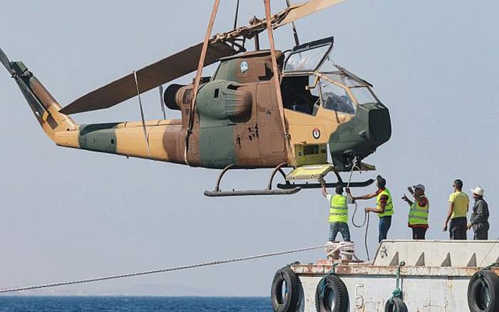 Доставка вертолета на побережье.