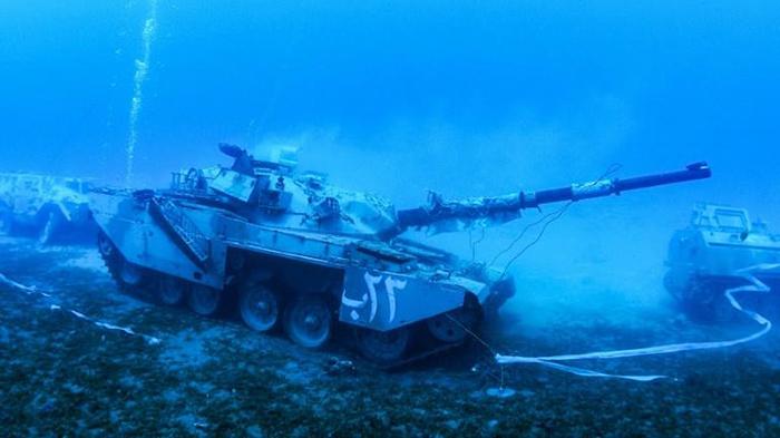 Танк под водой.