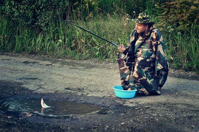 Рыбалка в лужах - что может быть романтичнее!