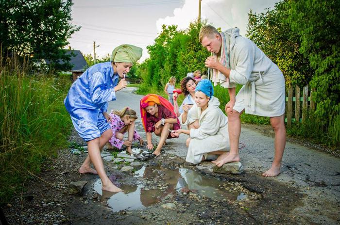 Утренние банные процедуры - забавная фотосерия из Каунаса.