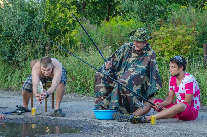 Шикарная рыбалка в местном водоеме.
