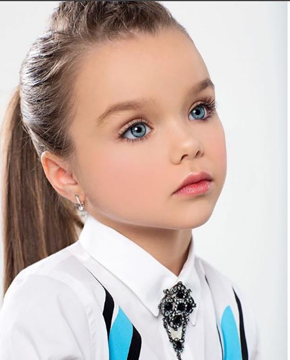 В Инстаграмме девочки можно увидеть как модельные фотографии, так и сделанные в домашней обстановке. Instagram anna_knyazeva_official.