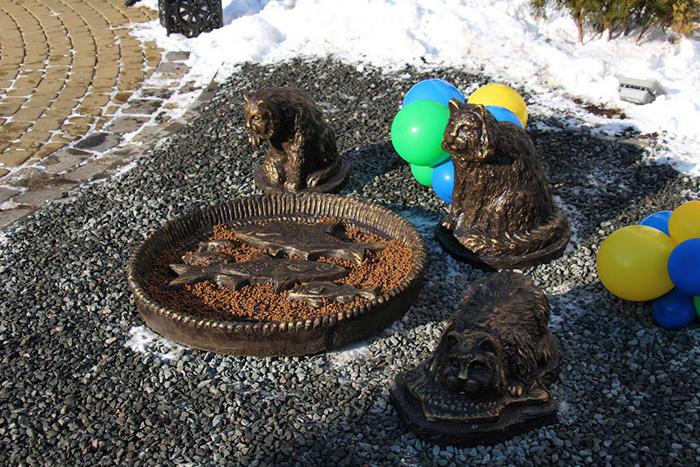В парке Зеленогорска поставили несколько скульптур, посвященных кошкам.