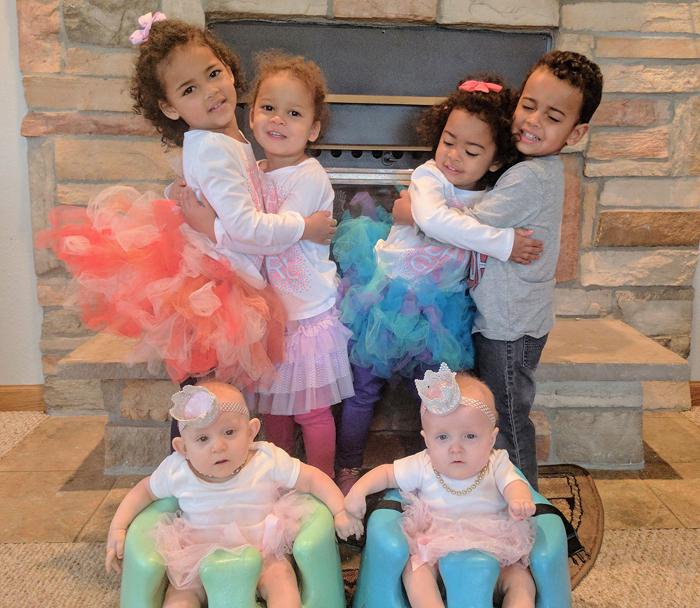 Три пары близнецов, родившихся 28 февраля.