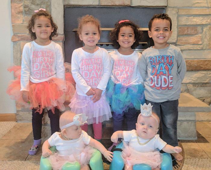 Четверо приемных и двое родных детей в семье Козински.