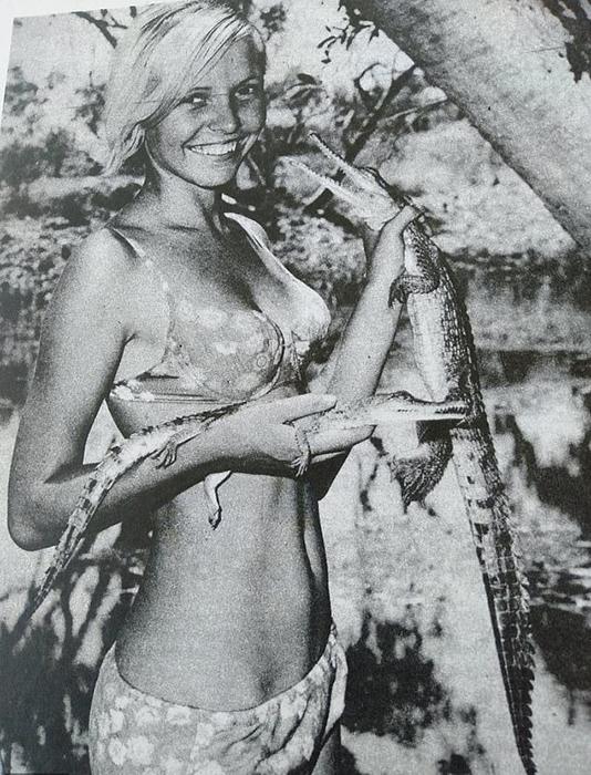Барбара (дочь Кристины) с детенышами крокодила.