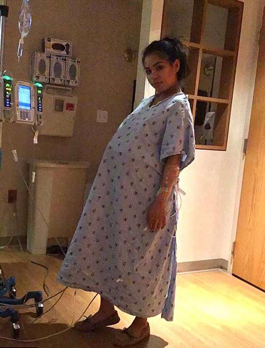 Ли Эн в больнице в день запланированных родов.