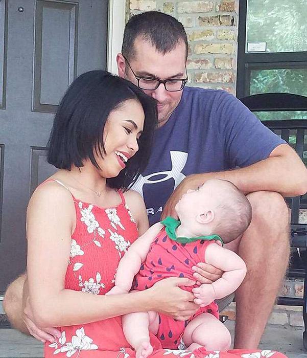 Давид и Ли Эн со своей дочерью.