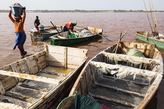 Добыча соли является основным источником дохода местных жителей.