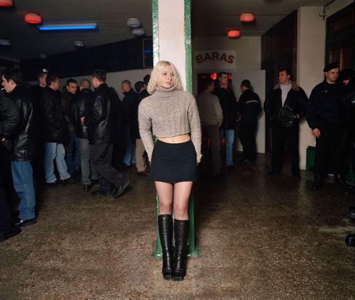 Фотограф объездил всю страну в поисках дискотек в маленьких городах и селах Литвы. Фото:  Andrew Miksys.