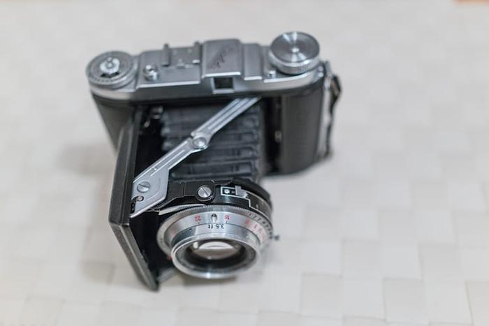 Алекс купил эту камеру на аукционе.