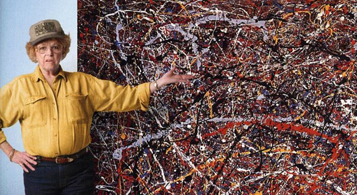 Тери Хортон рядом с картиной Джексона Поллока.