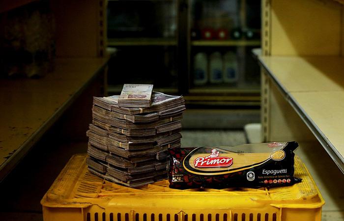 Один килограмм спагетти - 2 500 000 боливаров.