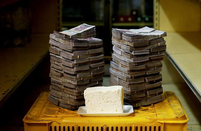 Сыр стоит в Венесуэле целое состояние и огромное количество денег - 7 500 000 боливаров (около 1,14 долларов США).