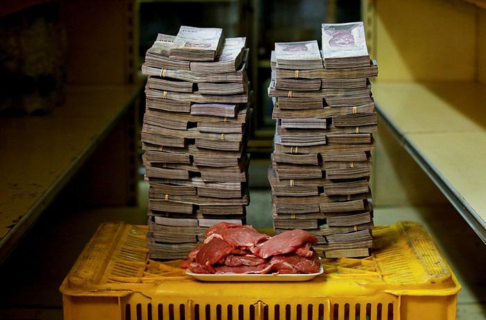 Всей месячной зарплаты обычного венесуэльца может не хватить, чтобы купить один килограмм мяса, который стоит 9 500 000 боливаров.
