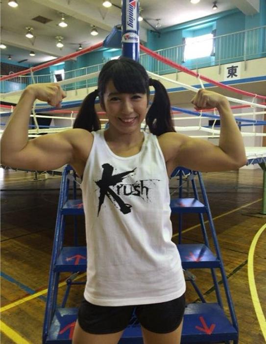 Май Линг Джи в спортзале.