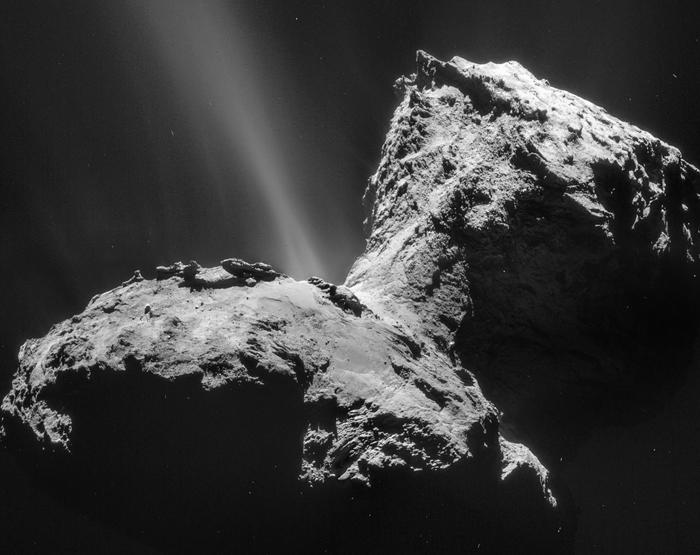Фото, собранное из 4 частей. Снято с расстояния 28 км от центра Кометы Чурюмова-Герасименко 31 января 2015 г.