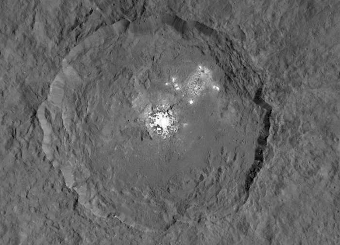 Кратер на карликовой планете Церера.