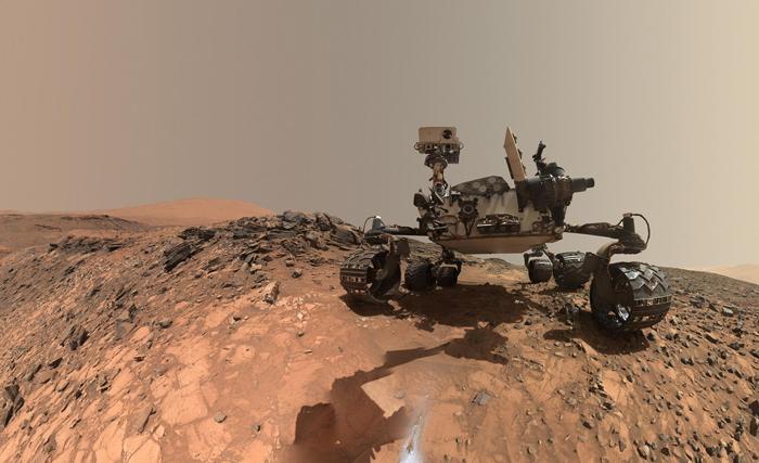 Сэлфи Curiosity Mars. 5 августа 2015 г. Сэлфи составлено из нескольких снимков.