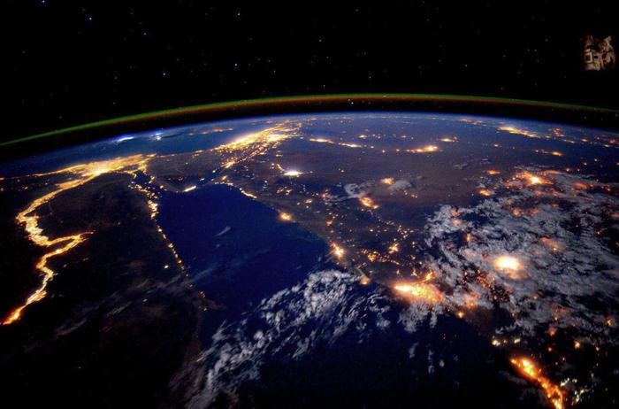 179-й день нахождения в космосе Скотта Келли на международной космической станции. *Нил ночью выглядит особенно красиво*.