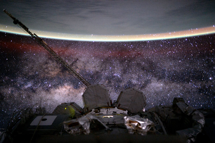 Астронавт Скотт Келли опубликовал это фото в своем твиттере 8 августа 2015г.  *День 135. Млечный путь*.