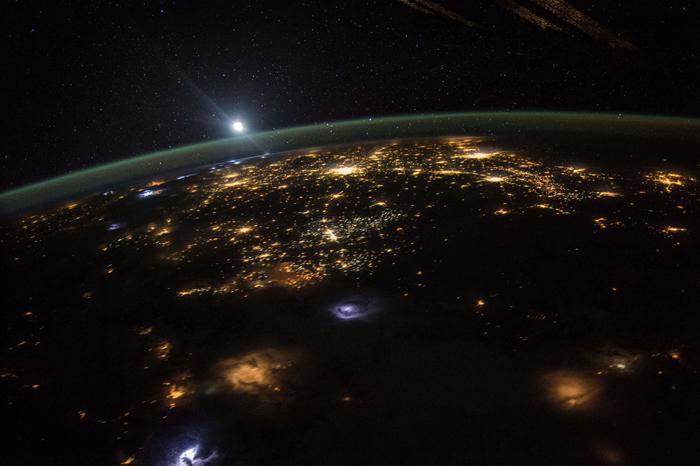 Снимок из твиттера Скотта Келли. Западное побережье США, снятое из МКС 10 августа 2015 г.