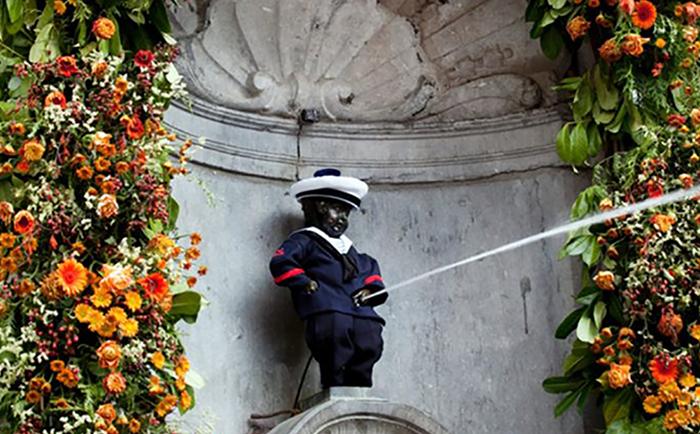 Статуя Писающего мальчика в Брюсселе.
