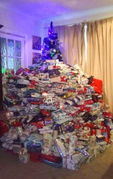 Каждому из троих детей достанется по 96 подарков.