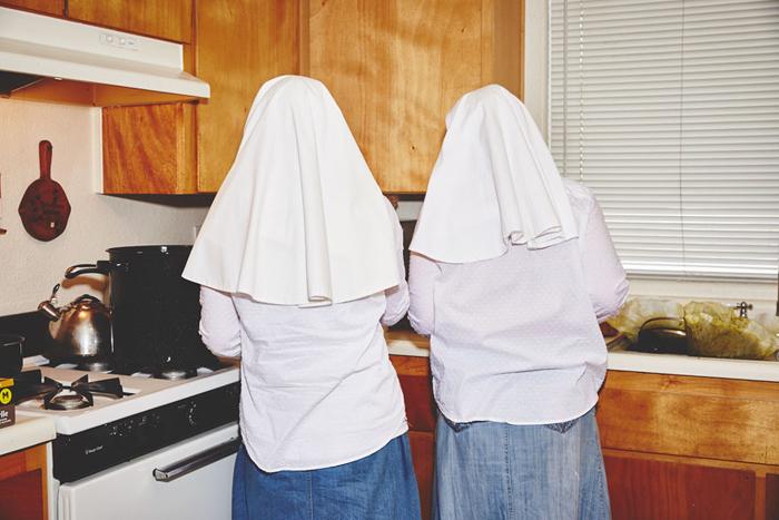 Сестры живут и работают в небольшом домике на окраине города. Фото: Shaughn Crawford/John DuBois.