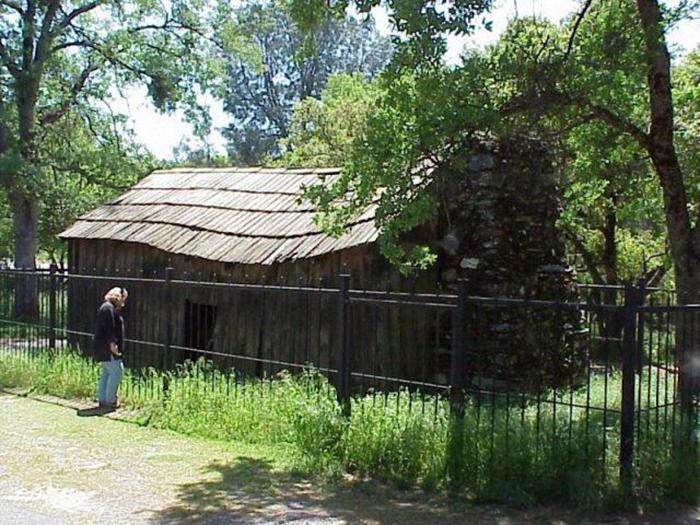 Домик, в котором жил Марк Твен и в котором написал свой первый успешный рассказ.