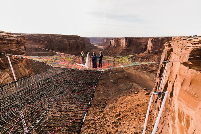 Над каньоном Моаб. Фото: The Hearnes.
