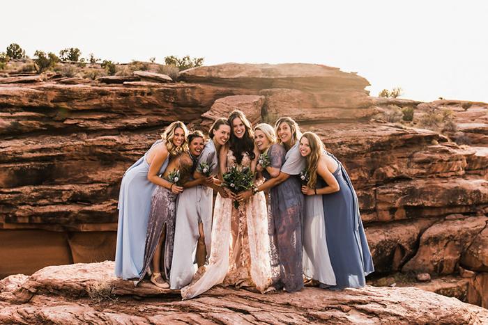 Невеста с подругами.  Фото: The Hearnes.