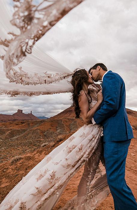 Свадьба над обрывом.  Фото: The Hearnes.