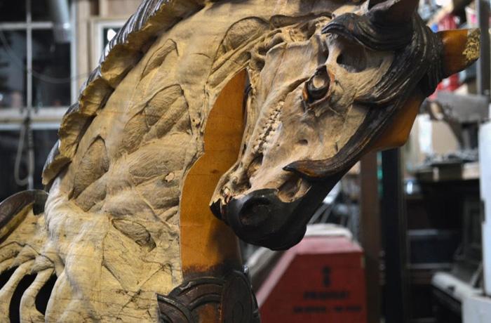 Лошадь *Янус* от Maskull Lasserre.